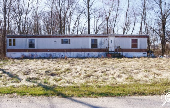 Fixer mobile on 1.09 acres in Bloomfield, IN